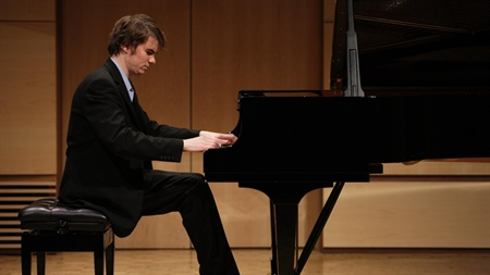 Young Pianist wins First Prize